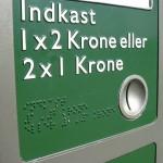Braille illetve dombornyomott betűk alkalmazása kezelőeszközön